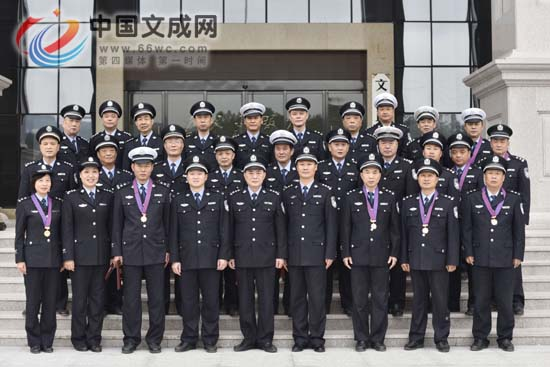 从警超过20年 26名民警获公安荣誉奖章